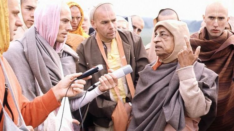 srila_prabhupada_talks_with_his_disciples.jpg?profile=RESIZE_710x