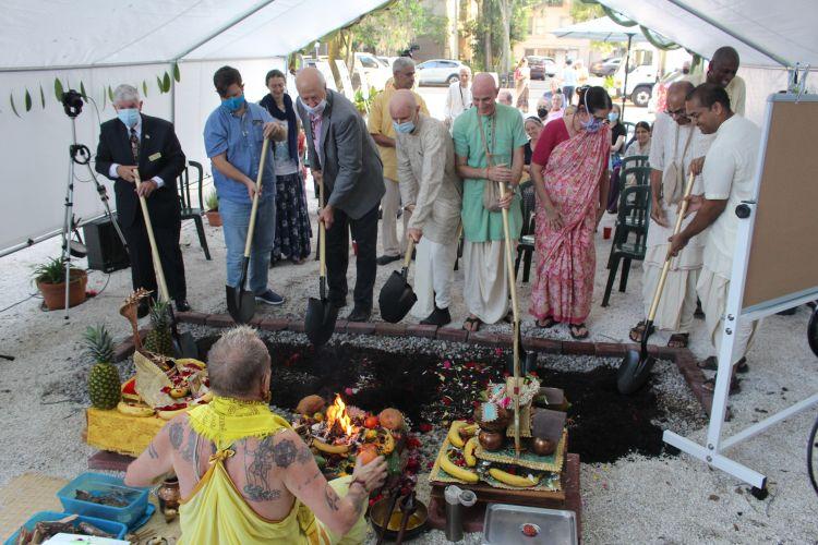 VIPS participate in groundbreaking ceremony